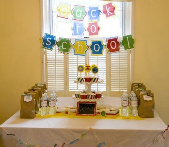 Cute back to school party. : Back To Schools, Schools Parties, School Parties, Living Room Design, Schools Ideas, Cute Ideas, Parties Ideas, Design Home, Backtoschool