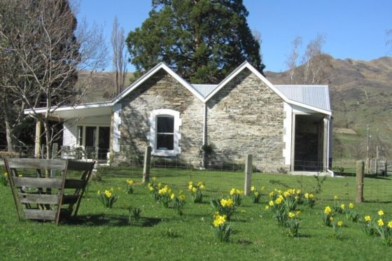 Naylor House in the Spring.... Delightful historic stone cottage in Kingston, Queenstown Lakes district    Bookabach.co.nz/21658