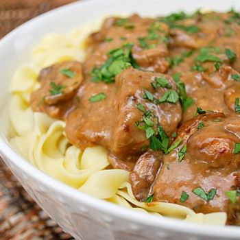 An easy-peasy Slow Cooker Beef Stroganoff recipe that turns out brilliantly on every attempt!