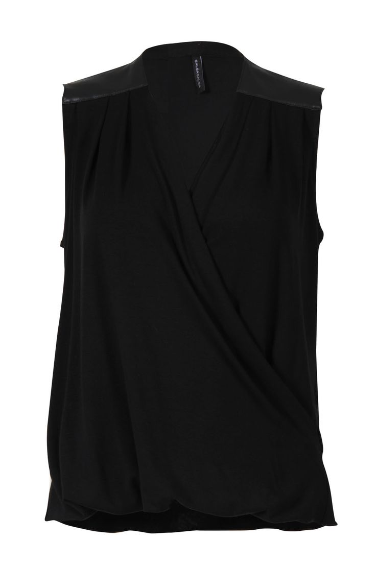 Blusa negra sin mangas #black #style #fashion #outfit