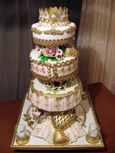 Love this cake.    1207 by Branka Jovanovic, via Flickr