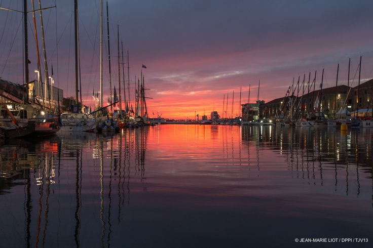 Lumière du soir au Havre sur la #TJV2013 par @JeanMarieLiot #IMOCA #Class40 #MOD70 #Multi50   www.scanvoile.com