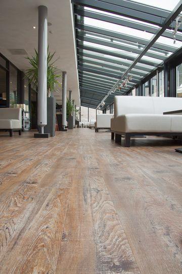 25 beste idee n over woonkamervloer op pinterest vloer kleuren hardhouten vloer kleuren en - Hardhouten vloeren vloerverwarming ...