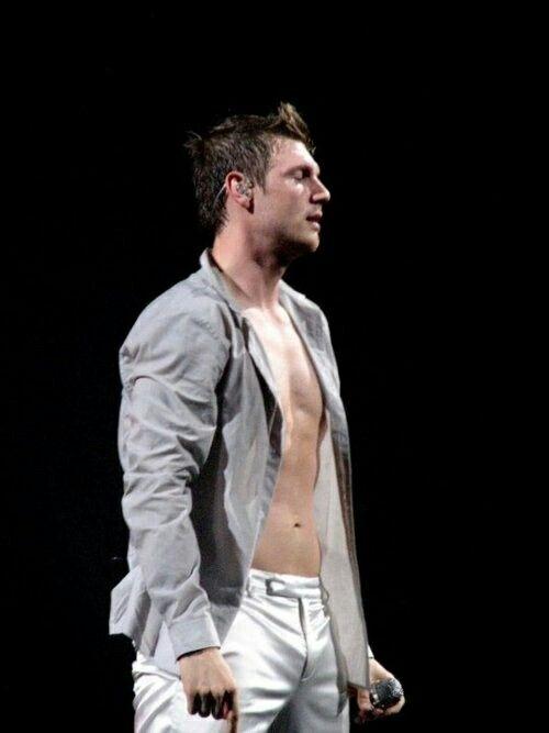 Nick Carter shirtless! OMG HOT,HOT,HOT <3