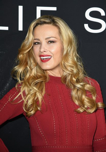 Petra Nemcova Long Curls - Petra Nemcova was fabulously coiffed with long blonde curls at the Elie Saab Couture show.