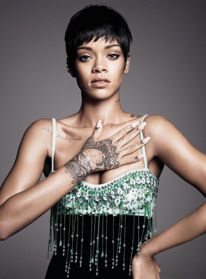 Rihanna les cheveux courts