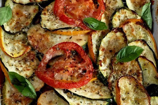 Το γκρατινάρισμα είναι το πιο εύκολο κόλπο να νοστιμέψουν τα άνοστα λαχανικά: Τρίμμα φρυγανιάς ή χθεσινού ψωμιού, μπόλικο τυρί και φούρνισμα μέχρι να τραγανέψει το όλον. Και μετά; Ποιος έχει υπομονή για πηρούνια και σερβίτσια, τσιμπολόγημα με το χέρι πάνω από το πυρέξ!