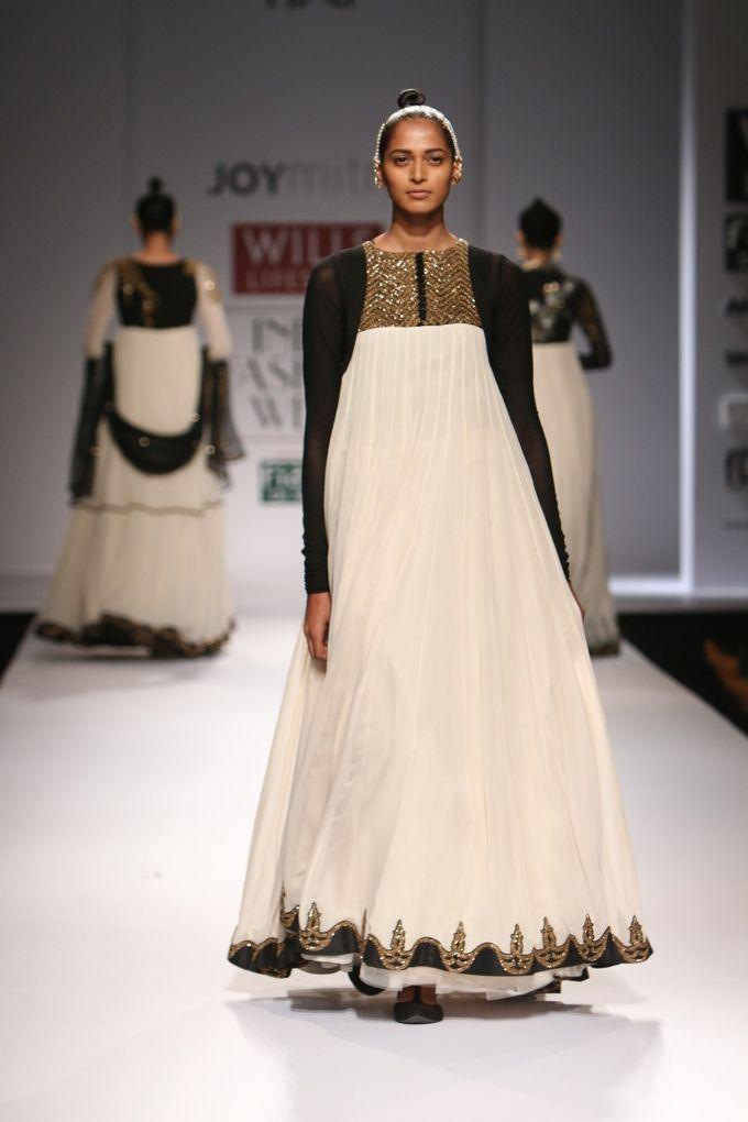 #wifw #wlifw #wifwss15 #fdci #fashionweek #joymitra #designerwear #weheartit #invogue #traditional #aqua #black #white #flare #embellishment #prints #gowns #layering #pants #patiyala #sari #suits #lehengas #sheer #gold #heritage #anarkali #ghotapati #dhotipants #elegant #croptop #layering #coral #layering #sheergoodness