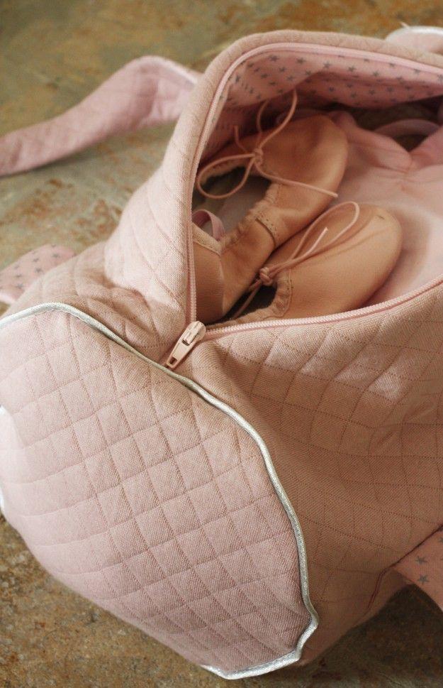 Matériel Matelassé rose pour l'extérieur du sac : 50 x 90 cmBatiste rose étoiles…