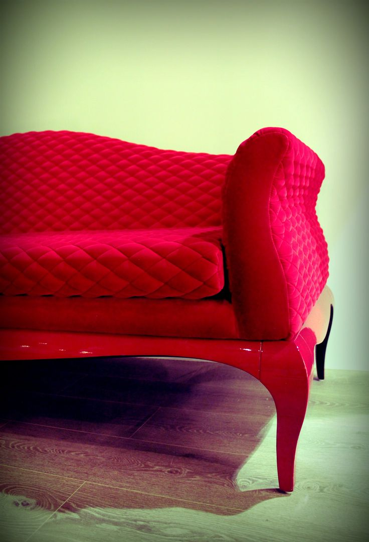 O dia de S. Valentim está a chegar. Apaixone-se pelas sugestões que temos para si...! Valentine's Day is just around the corner. Fall in love with Jetclass' proposals...! #valentines #love #gift #furniture #red #settee #home #romance #upholstery #seating