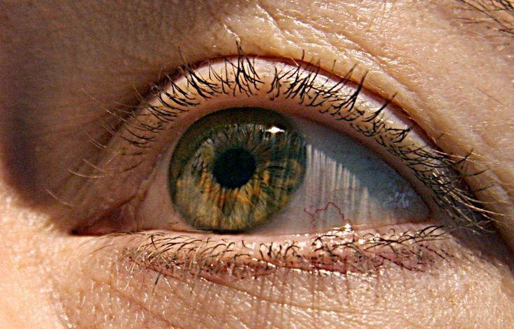 人の目(2007年4月25日撮影、資料写真Files)。(c)AFP/KAREN BLEIER ▼16Mar2017AFP 幹細胞使った治験で女性3人失明、米 http://www.afpbb.com/articles/-/3121637 #eye