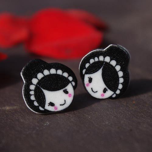 Cute blushing Welsh lady earrings. welshgiftshop.com