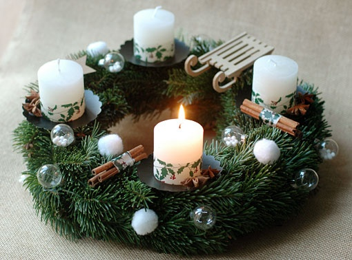 Advent wreath.. Might make this for my table and have the purple and pink candles