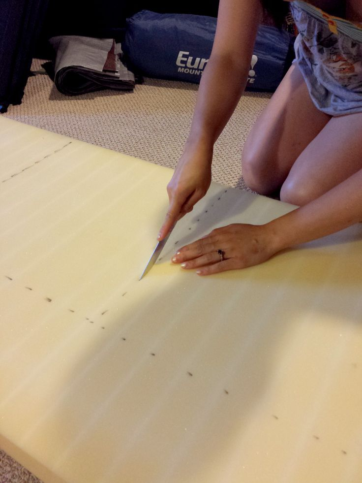 An easy cheap DIY no sew seat cushion instruction / tutorial.