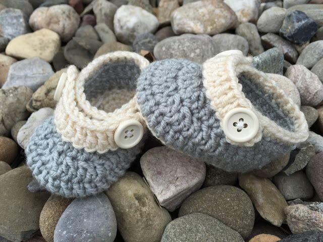 Free Crochet Pattern: Upton Baby Booties ༺✿ ༺✿ƬⱤღ https://www.pinterest.com/teretegui/✿༻ƬⱤღ https://www.pinterest.com/teretegui/✿༻
