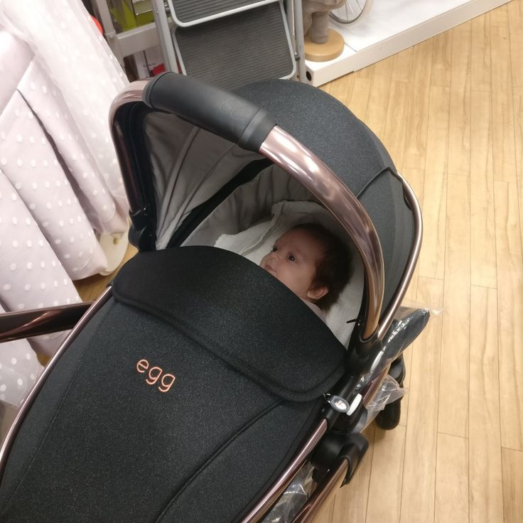 Little Madison is looking super pleased with her new @eggstrolleruk in Black Diamond. She's definitely going to turn some heads with this amazing design!  #Babyeze #Baby #Egg #Stroller #Pushchair #Carrycot #RoseGold #Lakeside