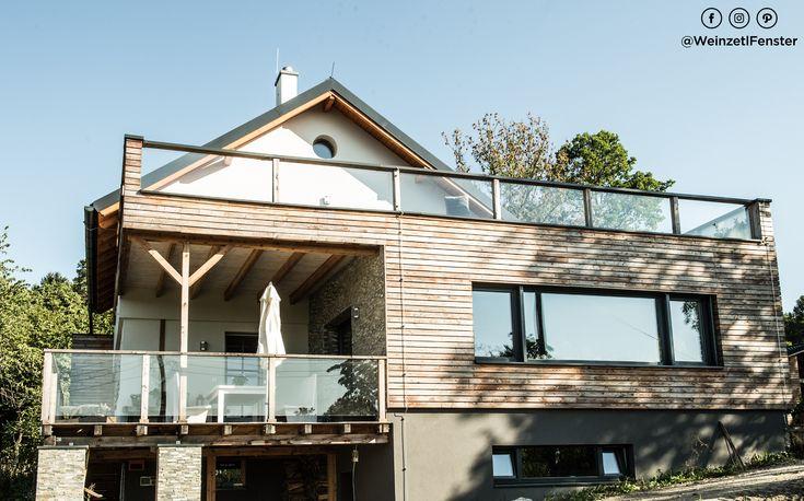 Eine Fassadengestaltung, die sich sehen lassen kann - abgerundet durch die modernen und geradlinigen Holz/Alufenster. Traumhaft! <3