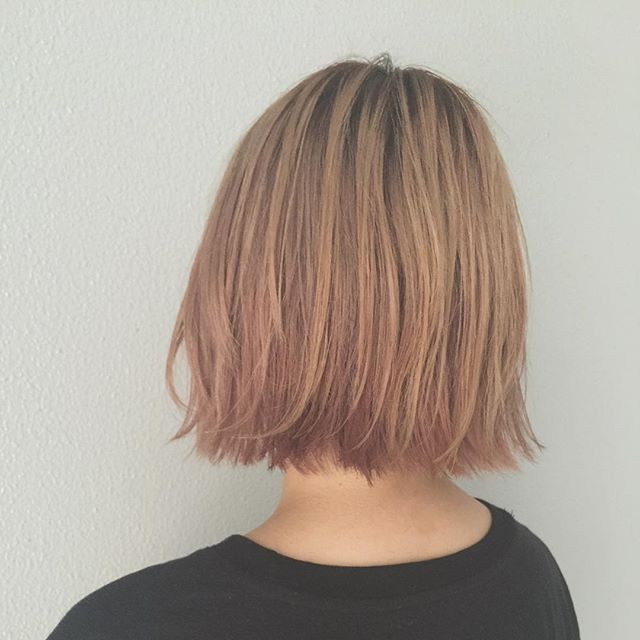 今大注目の切りっぱなしヘア。あえて余計なニュアンスを出さずにばつんっと潔く切りそろえられた毛先がたまらなくらわいい。媚びてないのに、女っぽくて。無造作風なのに、実は計算されていて。そんな「隠れあざとい」切りっぱなしヘアをまとめてチェック!