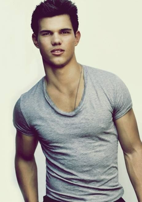 Yummy Taylor Lautner!! ;]!! <3 Could you just marry me already