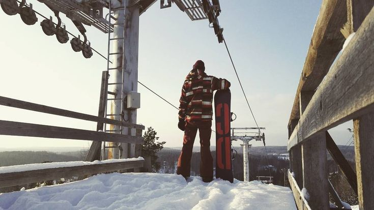 "Abandoned ski resolt, alot of pow! #skiresort #abandoned #finland #snowboarding #snow #powder…"""