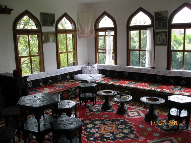 A spacious room in Safranbolu houses.