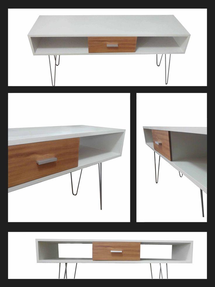 Mesa para Tv. Línea Nordi-k con cajón. Madera: pino y cedro. Patas: Hierro. Medidas: 125 cm de largo por 40 cm de profundidad y 63 cm de altura.