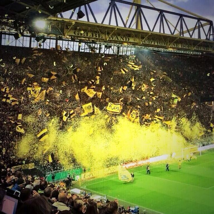 Borussia Dortmund yellow-wall tonight. #ultras #BorussiaDortmund