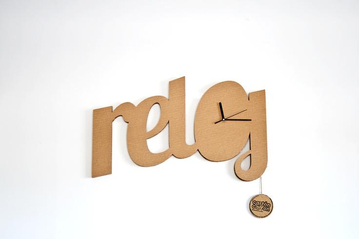 Reloj: En el salero, sal. En la aceitera, aceite. Y en el reloj, reloj. No hay reloj más reloj que este. Precio: 27€ Este producto está realizado en cartón. Las posibles irregularidades o diferencias de tonalidad obedecen a su carácter natural. Cuando no lo uses deposítalo en el contenedor azul para que pueda ser reciclado. Y recuerda que los componentes electrónicos o metálicos debes retirarlos para que sean tratados por separado. Tienda On-line…