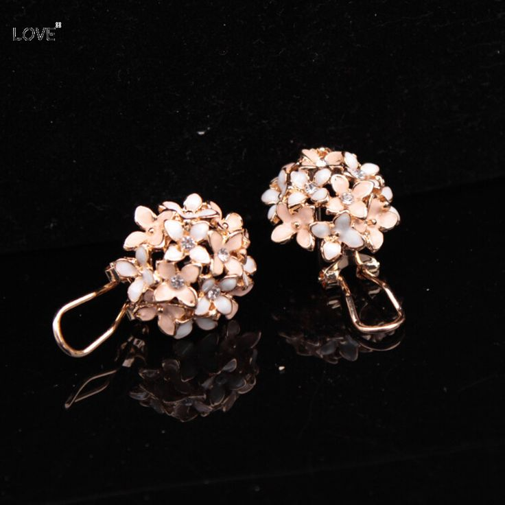 Cute Korean Four Leaf  Gold Plated Crystal Lucky Clover Flower Stud Earrings For Women Rhinestone Jewelry Brand Design 2016 New