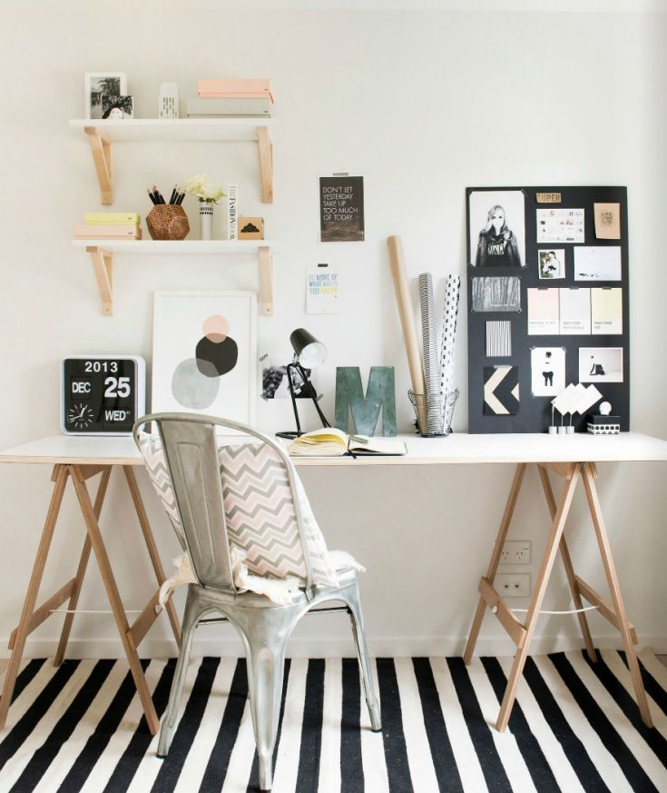 home-office-estilo-escandinavo - Os pés da mesa são flexíveis. Boa ideia!