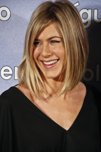 Love the cut and the color. She always looks so great.
