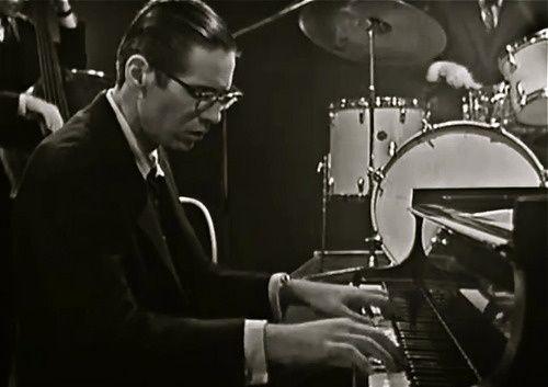 Jazzman: Bill Evans. (William John) Plainfield, Nueva Jersey, 1929. Nueva York, 1980. Piano.  Evans representa una ruptura definitiva con la línea evolutiva del piano en el jazz moderno iniciada por Bud Powell. No es el único caso, pero si el más profundo e influyente.