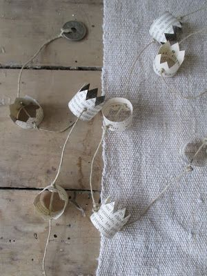 Garland by Antique Home via Kickan & Conkers. Old pix of family members -- nice way to remember them at holiday.