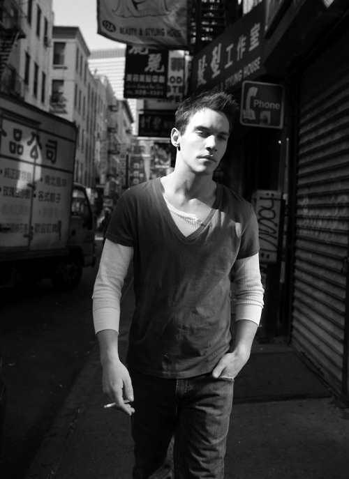 Johnathan Rhys Meyers... except he needs to lose the cigarette.