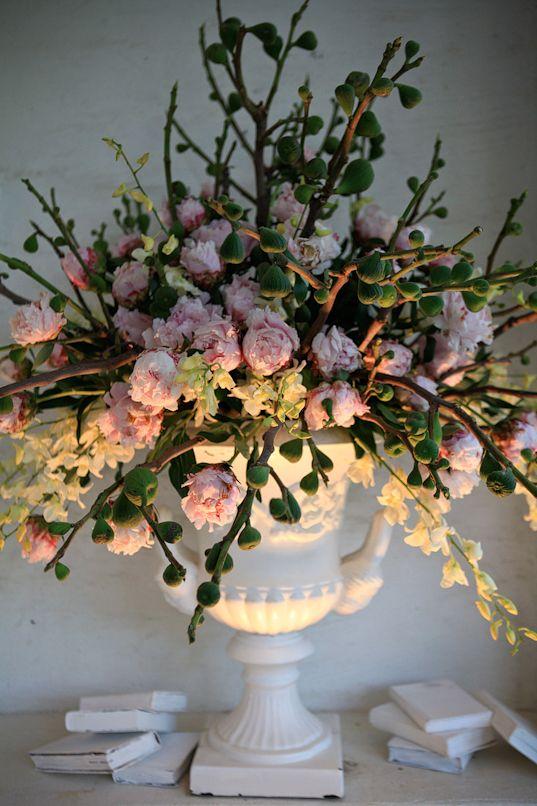~: Centerpiece, Weddings, Beautiful, Flower Arrangements, Wedding Flowers, Pretty Flowers, Pink, Floral Arrangements, Green Wedding