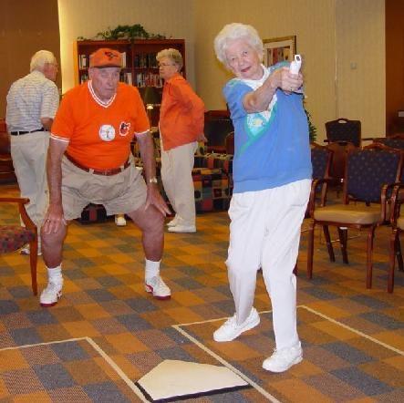 """Sun City: l'antichambre du paradis - Frédéric Biamonti 2004 -- """"Sun City est la première ville de retraités construite en Arizona en 1960. Les règles sont simples: pour être propriétaire, il faut avoir 55 ans et la cotisation aux centres de loisirs est obligatoire. Ils ont fait le choix de quitter leurs familles & leur région d'origine pour vieillir entre gens du même âge & du même milieu social, à l'abri du monde."""""""