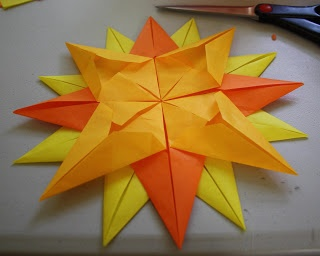 Twig and Toadstool: Here Comes the Sun Week!! Let's Make a Sunny Window Star!!