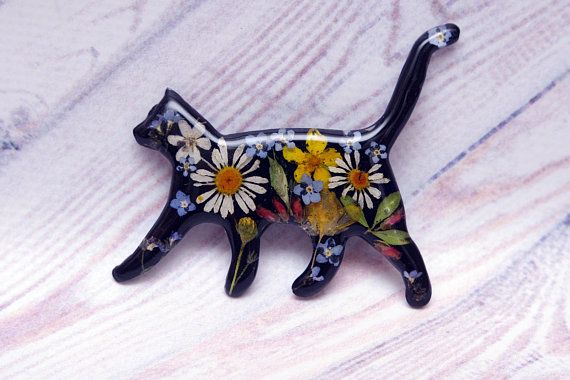 Black Cat Brooch Real Flower Brooch Pet Jewelry Gift For Mom Etsy Flower Resin Jewelry Cat Brooch Romantic Gifts For Wife