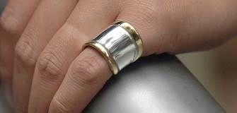 Georg Jensen smykker og assesories: Marguerite, Heritage, ringe, halskæder, vedhæng, armbånd, manchetknapper og slipsenåle, nøglering, hårbånd