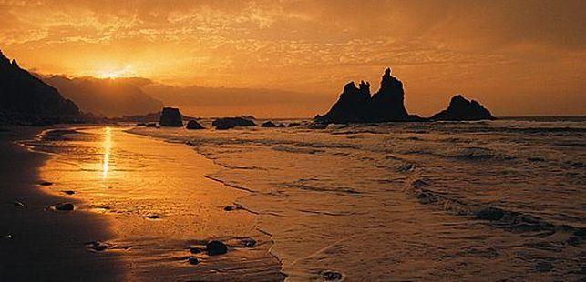 Puesta de sol en la playa de Benijo. TURISMO DE TENERIFE