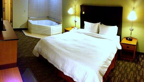 Hotels With Jacuzzi In Room Lynnwood Wa