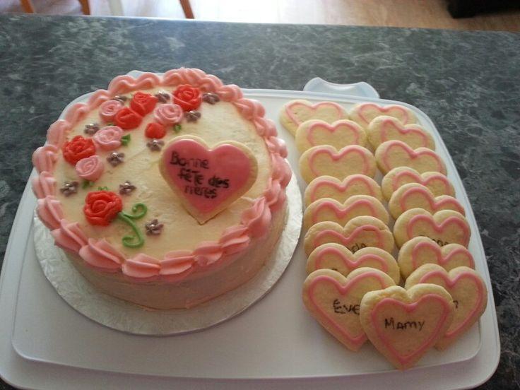 Les 74 meilleures images propos de jolies tables d cor es sur pinterest sets de table roses - Gateau fete des meres ...