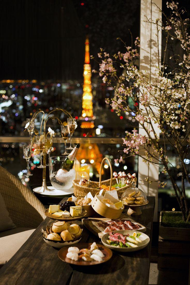 #アンダーズ東京 52階の開放感溢れるテラスが魅力の #ルーフトップバー では、日本の春の風物詩である #お花見 をお食事やお飲物とともにお楽しみいただける「#さくらガーデン」を #期間限定 で開催いたします。眼下に広がる東京の #夜景 や、東京湾、#東京タワーのパノラミックな眺望とともに、#春 の訪れをお楽しみください。http://bit.ly/SakuraGarden_Dinner Enjoy one of #Japan's most traditional festivals in a spectacular setting on the #rooftop of one of Tokyo's tallest #skyscrapers. Indulge in the sakura-inspired menu to compliment the beautiful surroundings: Sharing platters of artfully prepared seasonal sushi, some of the best cheeses from France…