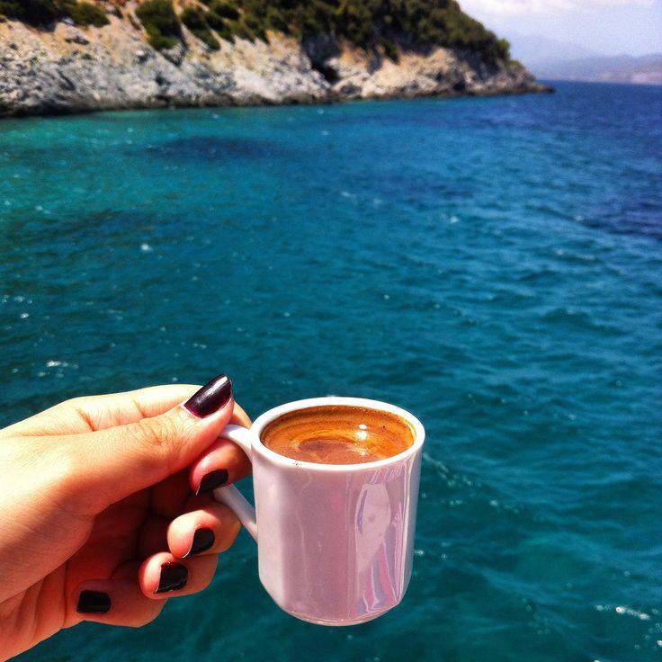 Ege' de kahve içmek.