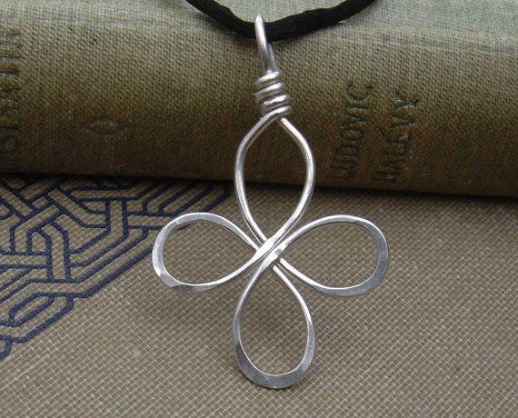 Pendentif Croix celtique, argent Sterling fil trèfle à quatre feuilles, Bliss Loopy Croix collier, bijoux noeud celtique, cadeau de Noël irlandais                                                                                                                                                                                 Plus