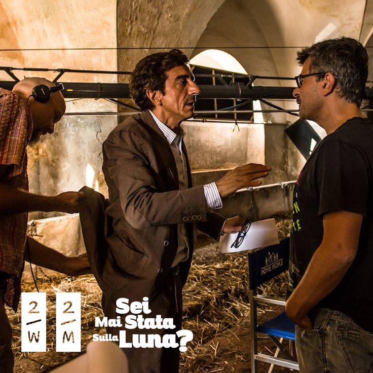 """Il regista Paolo Genovese in uno scatto backstage insieme a Sergio Rubini che nel film interpreta un barista """"old style"""""""