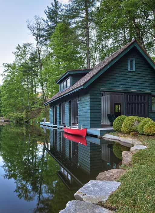 i could live here or vacation. Small space + Kayak + Lake + mtns + dogs. or more.
