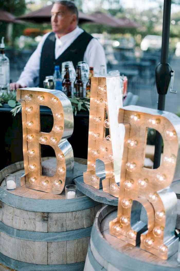 awesome 71 Elegant Outdoor Wedding Decor Ideas on A Budget https://viscawedding.com/2017/06/03/71-elegant-outdoor-wedding-decor-ideas-budget/