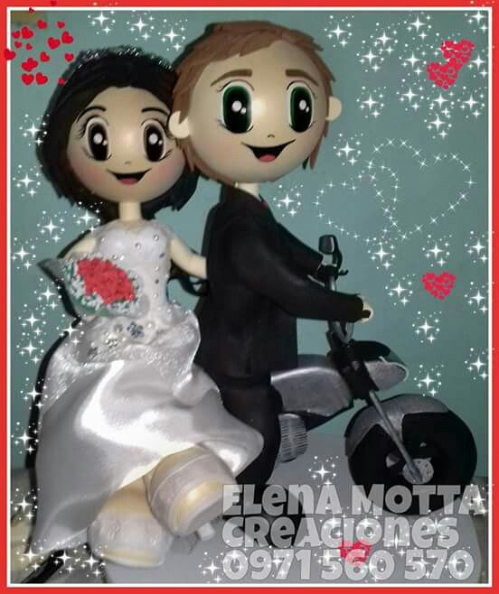 Fofuchas de recien casados sobre moto
