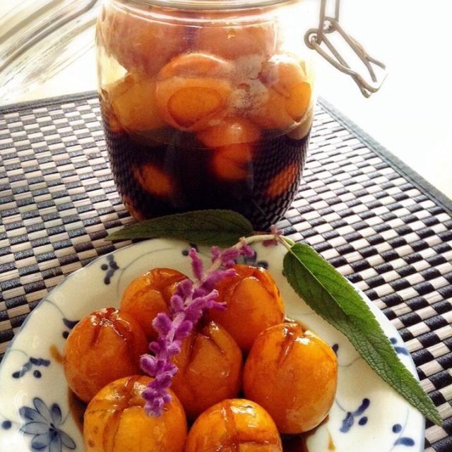 宮崎産の金柑  たまたま をいただきました。 甘くて大きく、皮の苦さもないこの金柑はフレッシュなままでも充分美味しいのですが、半分は保存食にしました。 お弁当の箸休めやヨーグルトのトッピングに。シロップもお楽しみです。 - 59件のもぐもぐ - 金柑の甘露酢煮 by peacefulriver